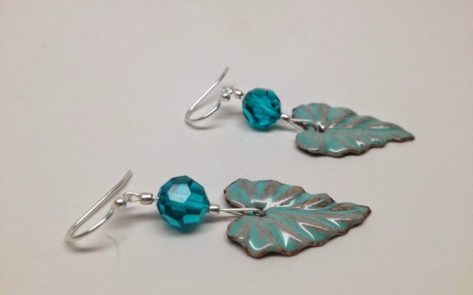 Free instructions for making fun and simple, handmade earrings
