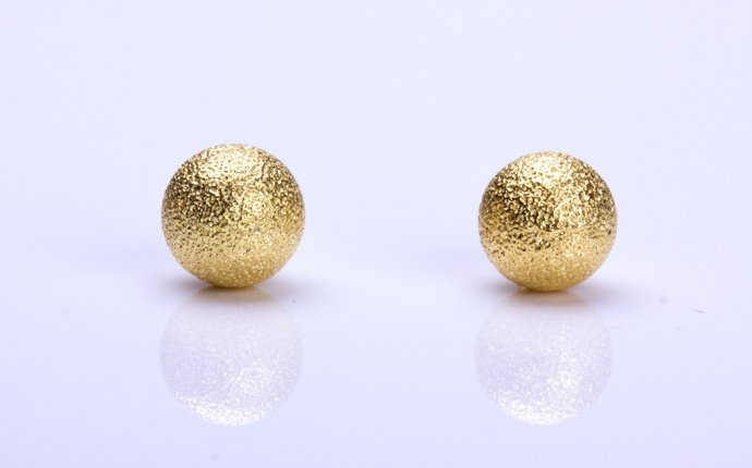 Simple Gold Earrings Pic