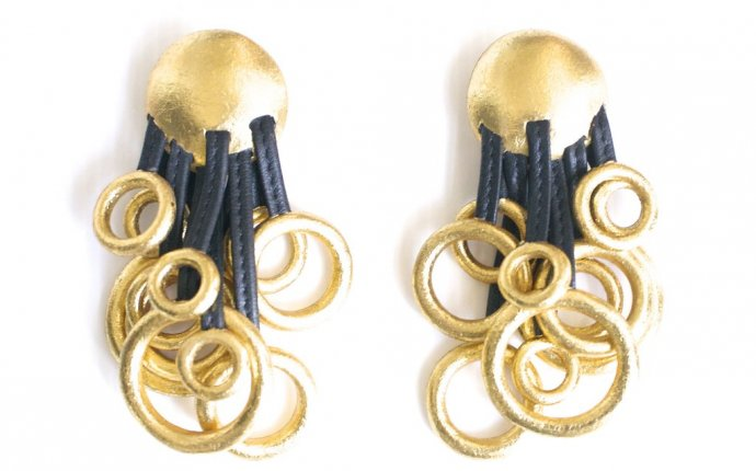 Hook on earrings