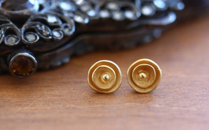 handcrafted gold earrings